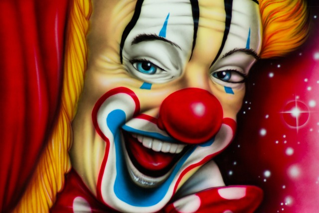 Happy circus clown image by Jacqueline Macou from https://pixabay.com/users/jackmac34-483877/?utm_source=link-attribution&utm_medium=referral&utm_campaign=image&utm_content=678042