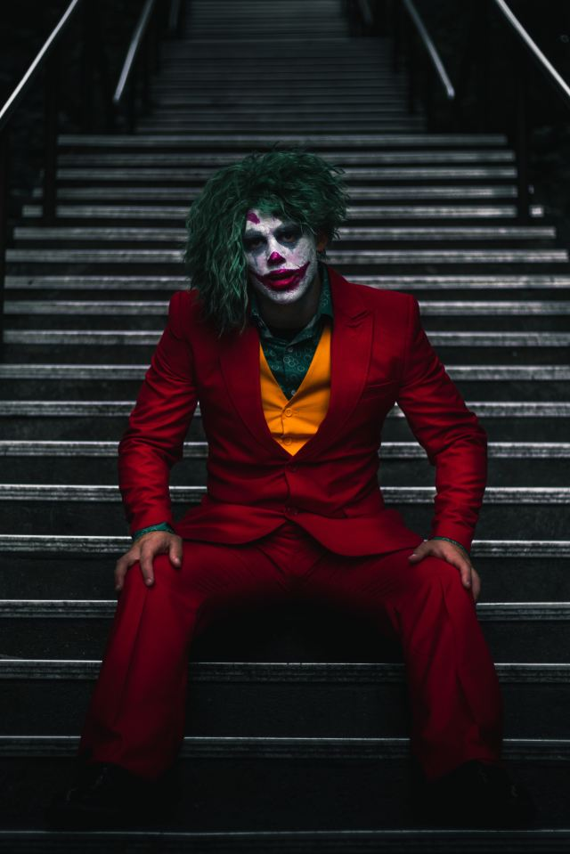 Joker-like clown photo by Daniel Linclon from https://unsplash.com/@danny_lincoln?utm_medium=referral&utm_campaign=photographer-credit&utm_content=creditBadge
